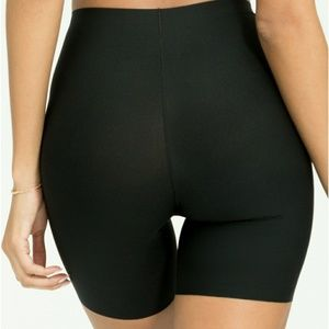 Mid Thigh Short from SPANX Thinstincts